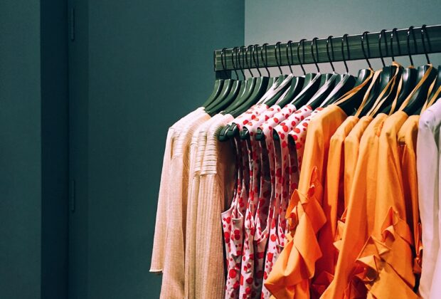 Jak powinna się ubierać 50-latka Moda dla 50-latki - praktyczne wskazówki