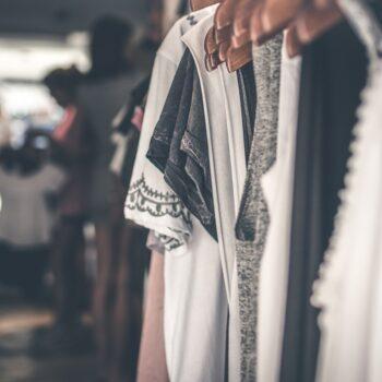 Jak wybierać, prać, przechowywać ubrania, aby długo pozostały jak nowe