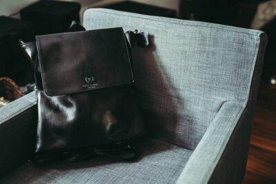 Kiedy możesz pozwolić sobie na plecak, a kiedy powinnaś postawić na torebkę Poradnik stylizacyjny