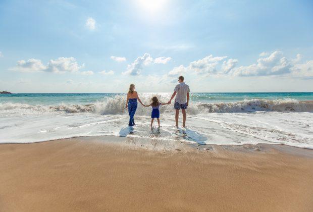 Bezpieczne wakacje jak sprawdzić biuro podróży, cel podróży, hotel na wakacje
